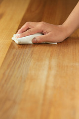 木製テーブルのオイルフィニッシュ