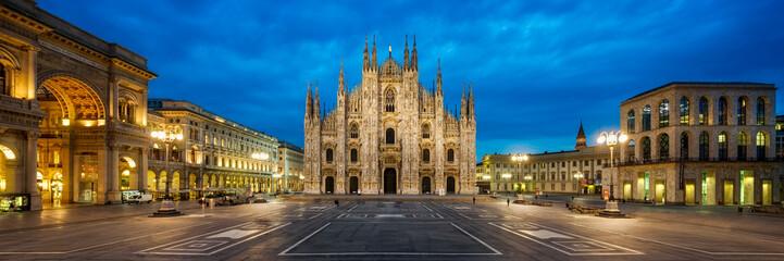Fotomurales - Domplatz in Mailand Italien mit Dom und Triumphbogen der Galleria Vittorio Emanuele II Panorama