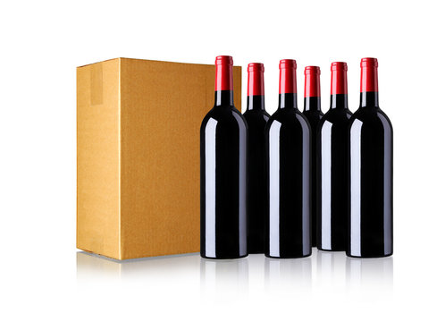 sechs Rotweinflaschen mit Karton