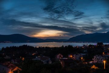 Закат в заливе города Тиват, Черногория.