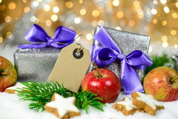Weihnachtspäckchen und Textschild