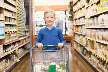 kid at grocery store
