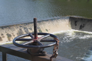 Sluice for control water flow out from a cannel