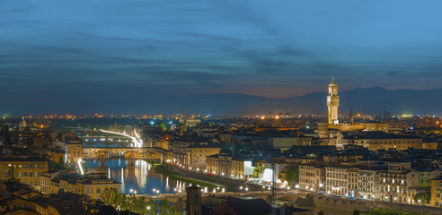 Fototapete - Florence city during sunset. Panoramic view to the river Arno, with Ponte Vecchio and  Palazzo Vecchio , Florence, Italy