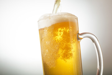 ビール Beer into glass