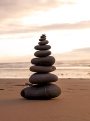 Photo sur Plexiglas Zen pierres a sable Sea stones stacked