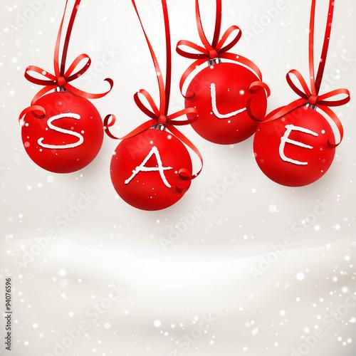 Rote Christbaumkugeln.Rote Christbaumkugeln Mit Schneekulisse Sale Stock Image