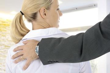 Sexuelle Belästigung durch Chef am Arbeitsplatz