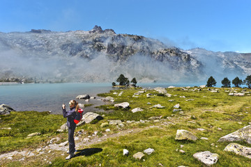 Girl hiker taking picture from Aubert lake border