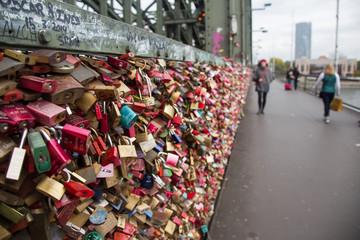 Liebesschlösser an der Hohenzollernbrücke