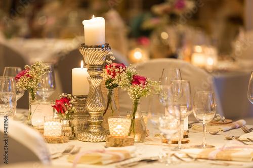 Tischdeko Mit Kerzen Und Glastern Stock Photo And Royalty Free