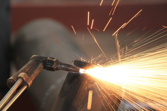 Worker cut pipe by gas cutting