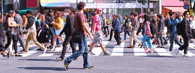 Fototapeta 横断歩道を歩く群衆