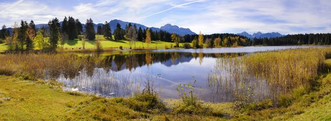 Wall Mural - Panorama Landschaft in Bayern mit See vor den Bergen