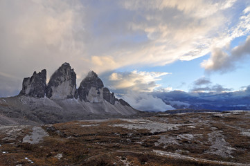 Dolomites  / The Dolomites  are a mountain range located in northeastern Italy. They form a part of the Southern Limestone Alps and extend from the River Adige to the Piave Valley.