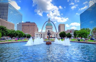 Kiener Plaza and the Gateway Arch in St. Louis, Missouri.