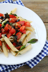 pasta with tomato and olive sauce