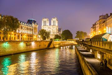 Fototapete - Paris, Notre Dame et la Seine la nuit