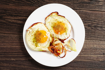 Fried eggs with onion