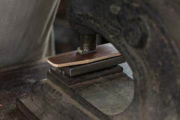 Process of making a leather belt with a low depth of field, embossing