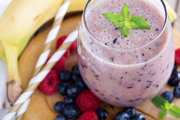 Banana and mixed berry smoothie
