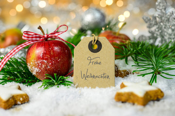 Weihnachtskarte mit Apfel und Textschild
