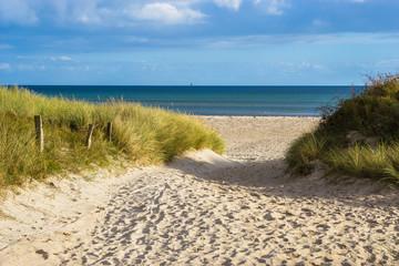 Zugang durch die Dünen zum Ostsee Strand