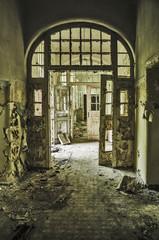 Fototapete - abandoned hallway