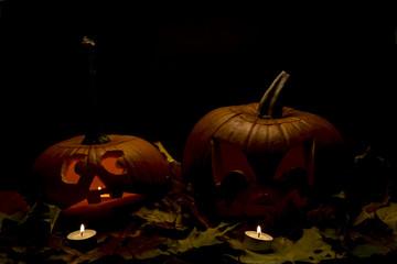 Halloween Kürbisse und Laub