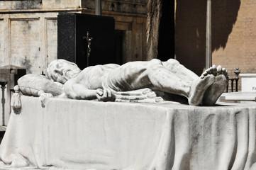 Escultura de Cristo yacente, cementerio de Sevilla, Andalucía, España