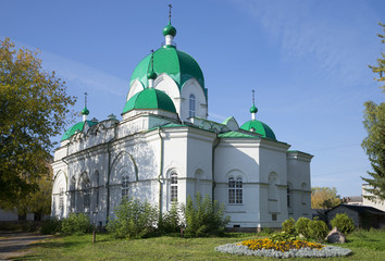 Церковь Сретения Господня осенним днем. Рыбинск