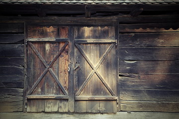 old door to traditional romanian cottage