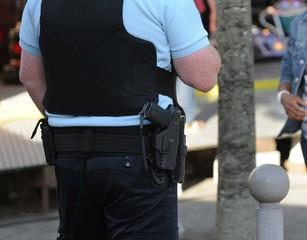 pistolet à la ceinture
