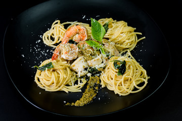 Sea food Basil Spagetthi in black