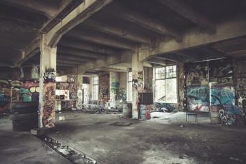 Autocollant pour porte Les vieux bâtiments abandonnés Old abandoned factory hall