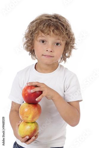 Enfant gar on 6 ans tenant pommes immagini e fotografie royalty free su file - Foto garcon ans ...