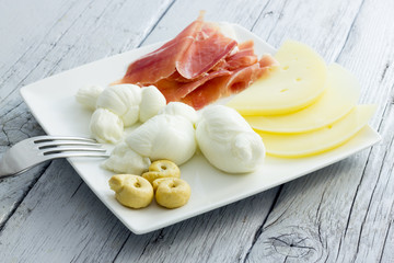 Mozzarella and cheese from Puglia