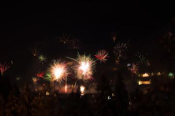 Jahreswechsel Silvester Feuerwerk Alpen Nacht