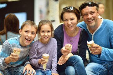 Family  eating ice-creams