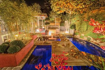 Privater Garten bei Nacht - Herbst