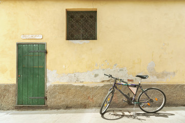 Fototapete - Charming street in resort village Monterosso, Cinque Terre, Italy