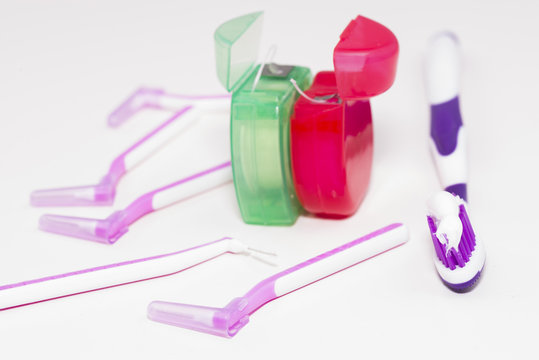Utensilios de higiene bucal.