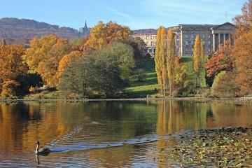 Der Kasseler Bergpark mit Herkules und Schloss Wilhelmshöhe im Herbst