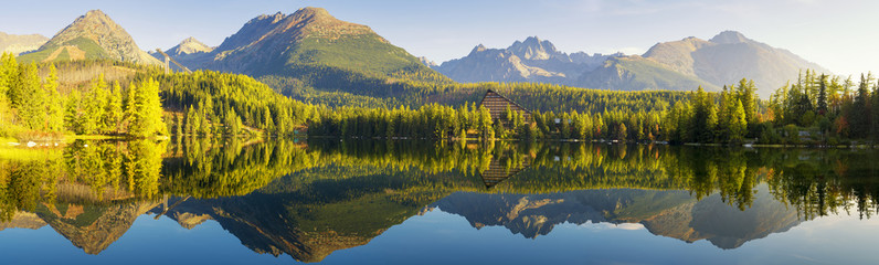 Fotomurales - High resolution panorama of mountain lake Strbske Pleso