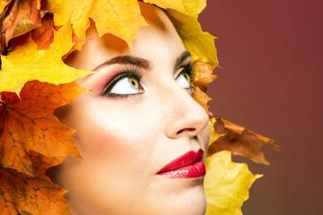 Женщина в образе осени