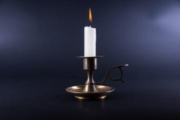 Одинокая свеча