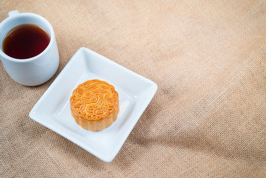 Mooncake and tea, Chinese mid autumn festival food, Zhongqiu Festival.