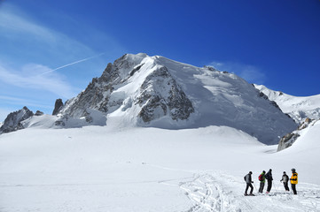 a group of skiers, on the Vallee Blanche in front of the Mt Blanc. Chamonix, France