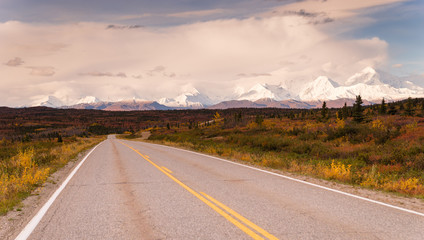 Fototapete - Highway Passes Through Changing Colors Alaska Mountains Autumn S