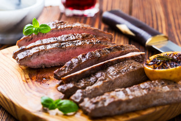 In de dag Steakhouse Grilled marinated flank steak